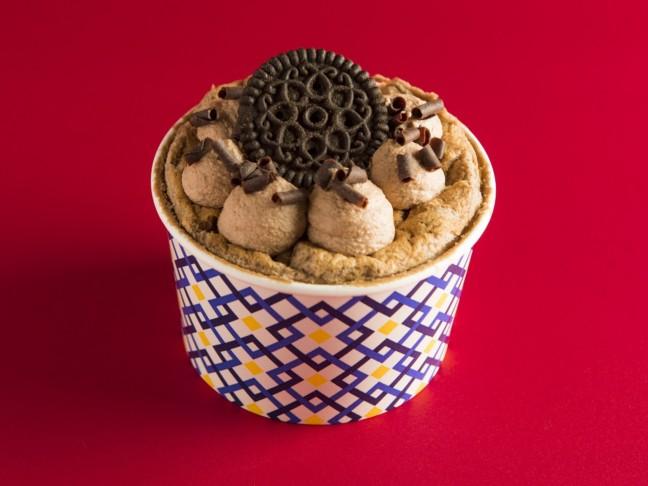スプーンで食べる新感覚のシフォンケーキ専門店「ザ・シフォン&スプーン」のバレンタインは、ショコラ風味のシフォンケーキが3種類♪チョコや苺のデコレーションが可愛らしい!