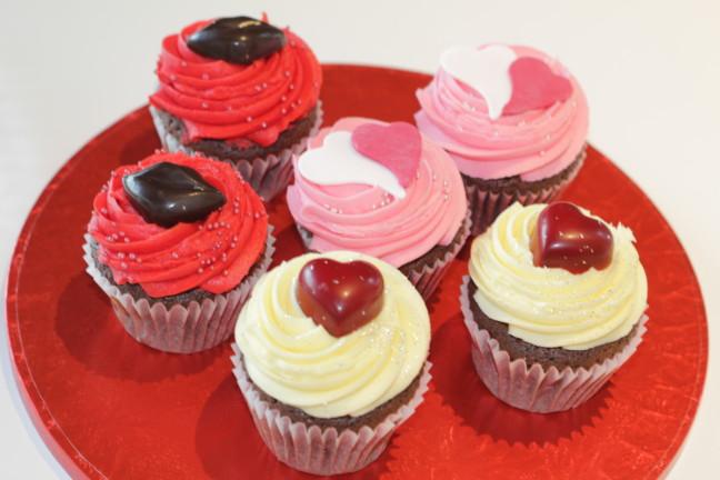 ロンドン生まれのNo.1カップケーキブランド「LOLA'S Cupcakes」のバレンタインはトキメキいっぱい♡大切な人に贈りたくなるカラフル可愛いカップケーキです♪