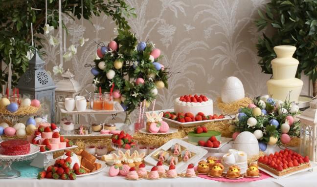 春の訪れを歓ぶハッピーイースター☆旬の苺を使ったスイーツや、卵やひよこ、うさぎをモチーフにした可愛いスイーツが楽しめるビュッフェで春を楽しもう♪