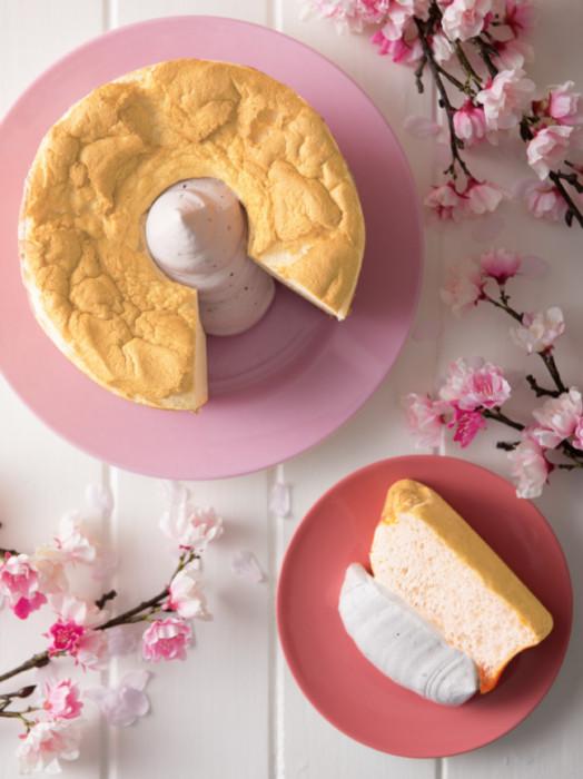 スプーンで食べる新感覚のシフォンケーキ専門店「ザ・シフォン&スプーン」のさくらスイーツはシンプルに♡さくら風味のシフォン生地をたっぷりのさくらホイップで召し上がれ♪