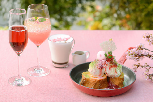 暖かな日には、素敵な景色が眺められるテラス席でオシャレにお食事♪和桜をイメージしたフレンチトーストが美味しい「Sakura TERRACE」は、この春行きたいカフェです♡
