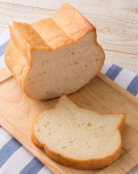 いつもの朝食をもっと楽しくしちゃうニャ☆可愛すぎる猫型の食パンが、1日の始まりを笑顔にします♪