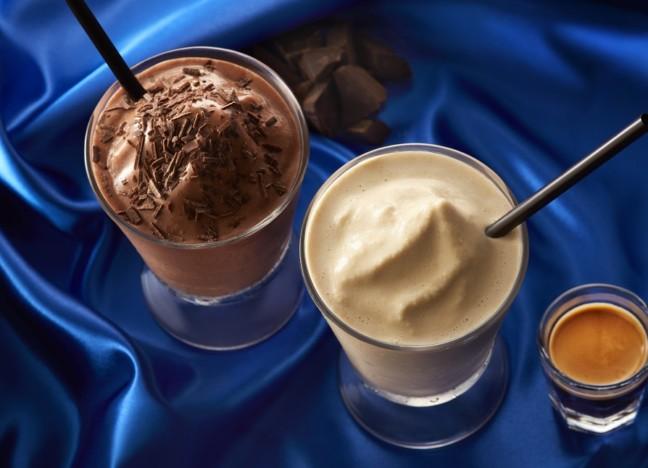 濃厚で深い味わいが美味しいエスプレッソを夏の美味しさで楽しむ♡タリーズの「エスプレッソシェイク」はひんやりクリーミーで夏の特別な一杯♪