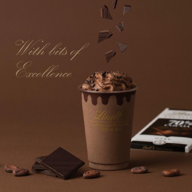 秋が始まるこの季節に、濃厚なチョコレートの味わいを楽しむ♡リンツのドリンク史上、最も本格的なダークチョコレートドリンク登場!