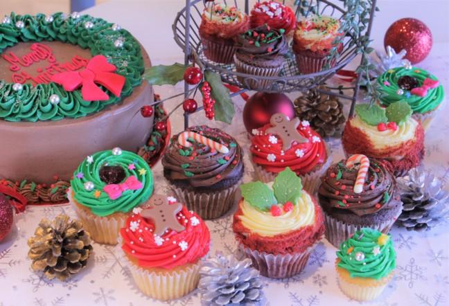 クリスマスパーティーはLORA'Sのケーキで思いっきり賑やかに♪赤や緑などクリスマスカラーでカラフル&キュートな限定カップケーキ☆