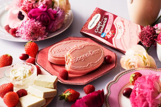 春色のハーゲンダッツクリスピーサンド登場!華やかなピンクウエハースがキュートな『3種ベリーのレアチーズ ~ベリーとビーツのウエハースと~』