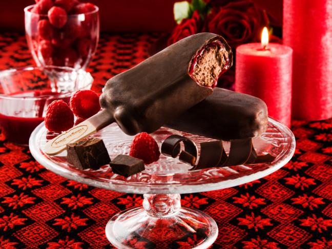 チョココーティングの間からとろけだすソースがとっておきのアクセント♪ハーゲンダッツの新たなアイスクリームバーに魅了されちゃう♡