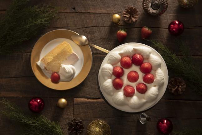 いちごムースをふわふわなシフォン生地にたっぷり詰めた、期間限定のパーティーシフォン♡スプーンで気軽に楽しめるケーキ『ザ・シフォン&スプーン』