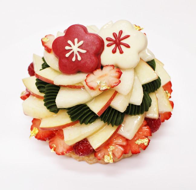 カフェコムサの『Happy New Yearケーキ』はHappyが溢れてる☆梅の花に門松に、フルーツいっぱいで表現したお正月♪