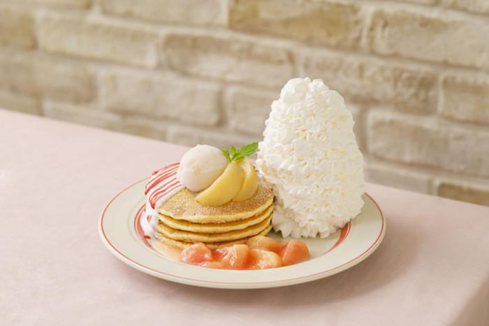 """初夏にパンケーキを楽しむならやっぱりEggs 'n Things☆ヨーグルトソースで爽やかに仕上げた""""桃尽くし""""パンケーキ登場!"""