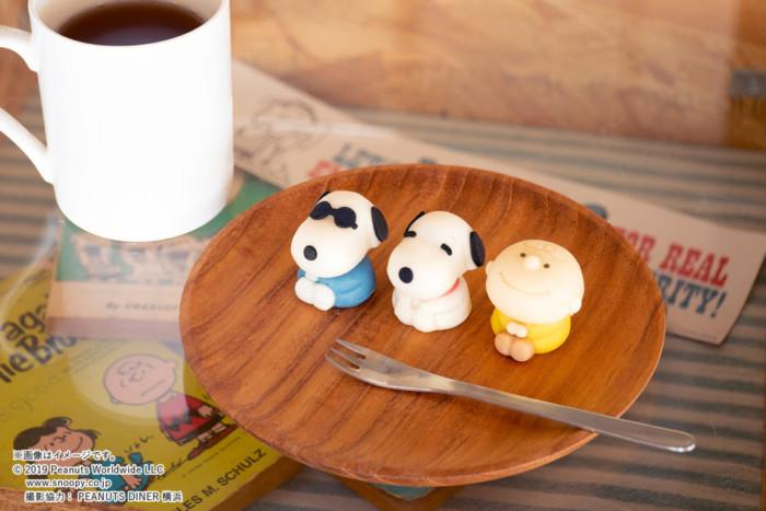 ちょこんとおすわりポーズのスヌーピーたちが可愛い和菓子☆全国のローソンに食べられるスヌーピー登場!!