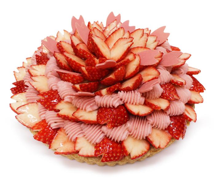 旬の苺で日本の春を表現しました♪カフェコムサにアート感覚溢れる2つの桜のケーキが登場☆